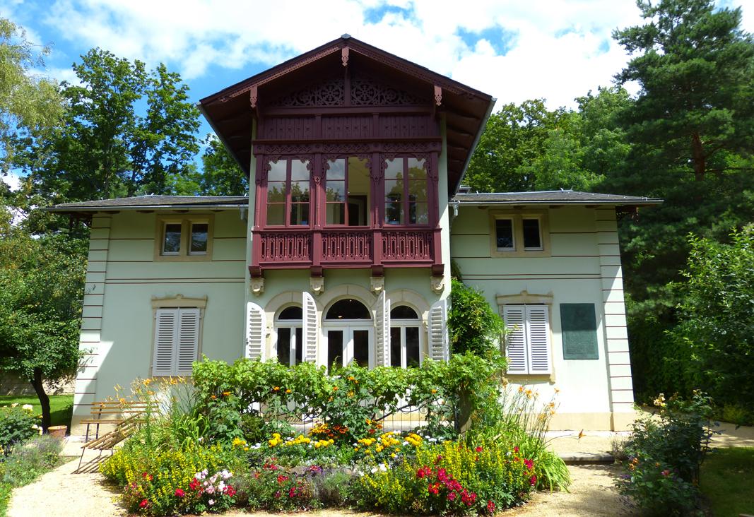 Das Kraszewski-Museum vom Garten aus gesehen.